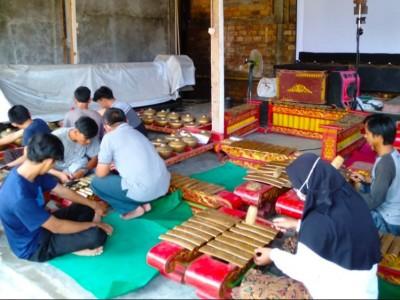 Pelajar NU Way Kanan Lampung Lestarikan Budaya Karawitan