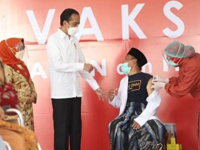 Presiden Jokowi: Percepat Penyuntikan Vaksin untuk Kiai dan Santri