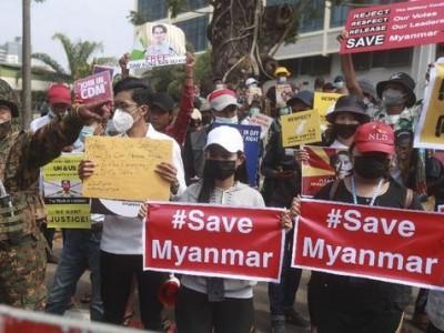 Ribuan Warga Lari dari Militer Myanmar, Ratusan Sudah Capai Perbatasan Thailand