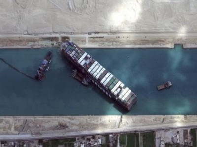 Kapal Kontainer Raksasa Berhasil Dilepaskan, Terusan Suez Kembali Normal