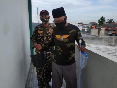 Sambut Ramadhan, GP Ansor Teluk Pucung Bekasi Bersihkan 9 Masjid