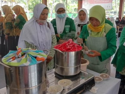 Semangat Hari Kartini, Fatayat NU Nusawungu Cilacap Ubah Singkong Jadi Brownies