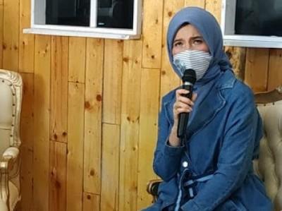 Anggota Komisi IX DPR 'Gandeng' Pemuda Bertato Bagikan Takjil