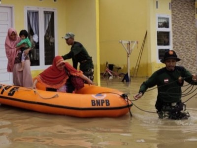 Ansor Pekanbaru Evakuasi Warga Terdampak Banjir