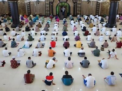 Shalat Idul Fitri 1442 H di Masjid atau Lapangan? Perhatikan Hal Berikut Ini