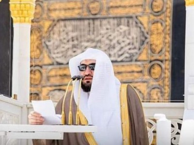 Imam Masjidil Haram Selamat dari Serangan Pria Bersenjata saat Berkhutbah