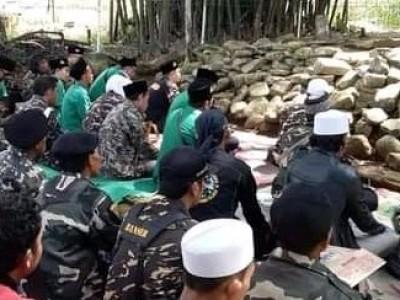 Ansor dan Pagar Nusa Limbangan Ziarahi Makam Sunan Rumenggong