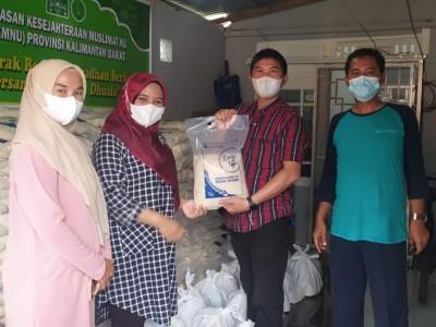 Ringankan Beban Akibat Pandemi, YKM NU Kalimantan Barat Bagikan Sembako kepada Duafa