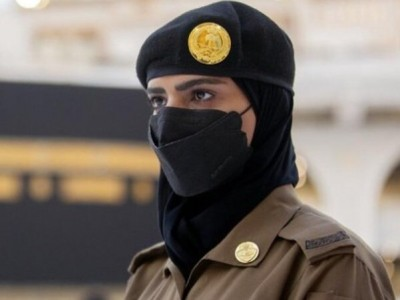 Fenomena Haji 2021: Hadirnya Polisi Wanita dan Jamaah Perempuan Tanpa Mahram