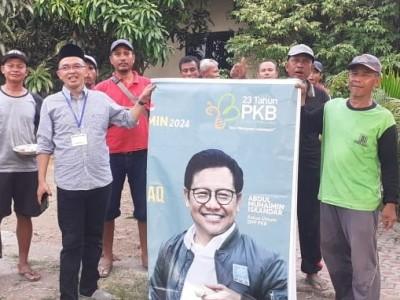 Anggota Komisi VIII Bagikan Ribuan Paket Kurban
