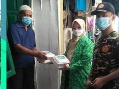 Layani Warga Isoman, PWNU DKI Bagikan 2400 Nasi Kotak Setiap Hari