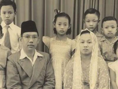 Nyai Sholichah Munawwaroh Teladan 'Single Parent' yang Inspiratif