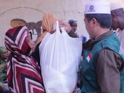 Cerita LAZISNU Bagikan Kebutuhan Pokok untuk Pengungsi Sudan