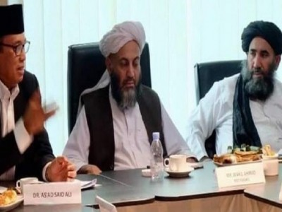 Taliban shows moderate face, Kiai As'ad: they must control Al-Qaeda and ISIS