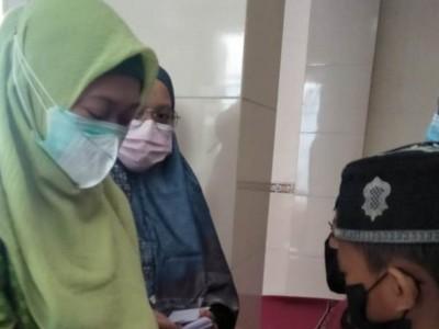 Dari Sumbangan Pengurus, Muslimat NU Kalisat  Jember  Rutin Bagikan Bantuan