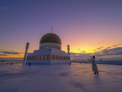 KH. Ali Maksum: Empat Ciri Muslim yang Kaffah